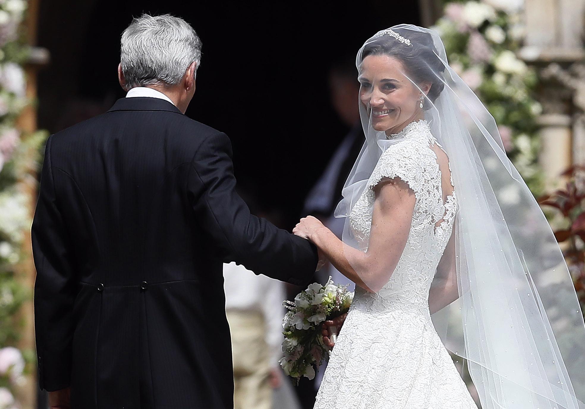 Mariage de pippa middleton george et charlotte harry for Robes de demoiselle d honneur pour le mariage d automne en plein air