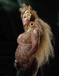 """Beyoncé nommée """"plus belle femme du monde"""" : retour sur son évolution capillaire"""