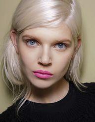 Pourquoi les blondes sont-elles accros au shampoing violet ?