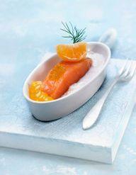 Saumon sur un lit de poireaux pour 6 personnes recettes elle table - Comment cuisiner un pave de saumon ...