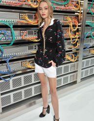 Lily-Rose Depp, Carla Bruni et Usher, stars du premier rang du défilé Chanel