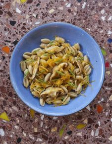Gnocchetti sardi, shiitakés, mimolette