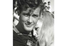 Roger Moore : 10 photos vintage pour saluer le plus beau des agents 007