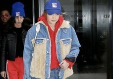 Gigi Hadid porte les baskets que l'on verra partout au printemps