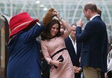Kate Middleton s'offre une danse avec l'ours Paddington