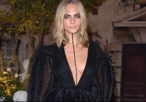 Cara Delevingne choisit un maquillage surprenant pour habiller son décolleté