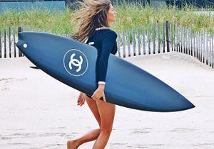 Plus de 150 000 likes pour Gisele et sa planche de surf Chanel !