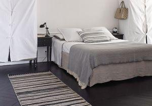 Visite : un appartement haussmannien relooké en noir et blanc