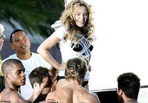 Kylie Minogue, fatale en corset Gaultier dans son nouveau clip
