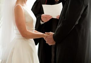 """C'est mon histoire : """"Un prêtre réac a ruiné mon mariage"""""""