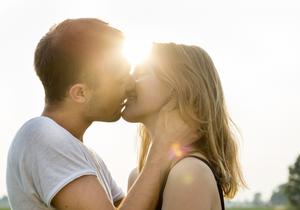 Dans le monde, le baiser ne fait pas l'unanimité