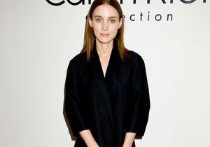 Le look du jour: Rooney Mara au défilé Calvin Klein