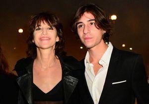 Charlotte Gainsbourg présente son fils Ben au premier rang du défilé Saint Laurent