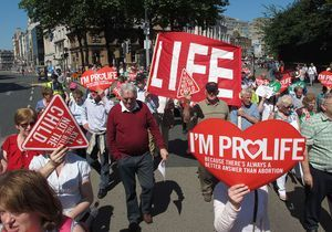 En Irlande, une loi pour « sauver la vie des femmes »