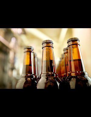 Comment décapsuler une bouteille de bière avec une feuille de papier ?
