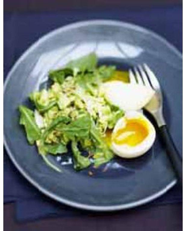 concassee d avocat et oeufs mollets en salade pour 6 personnes recettes elle table. Black Bedroom Furniture Sets. Home Design Ideas