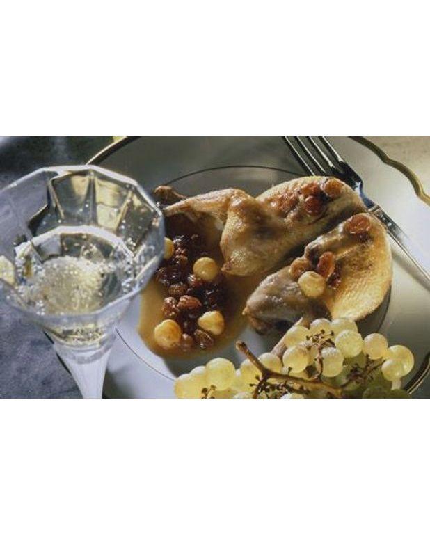Cailles au champagne pour 6 personnes recettes elle table - Cuisine au champagne ...