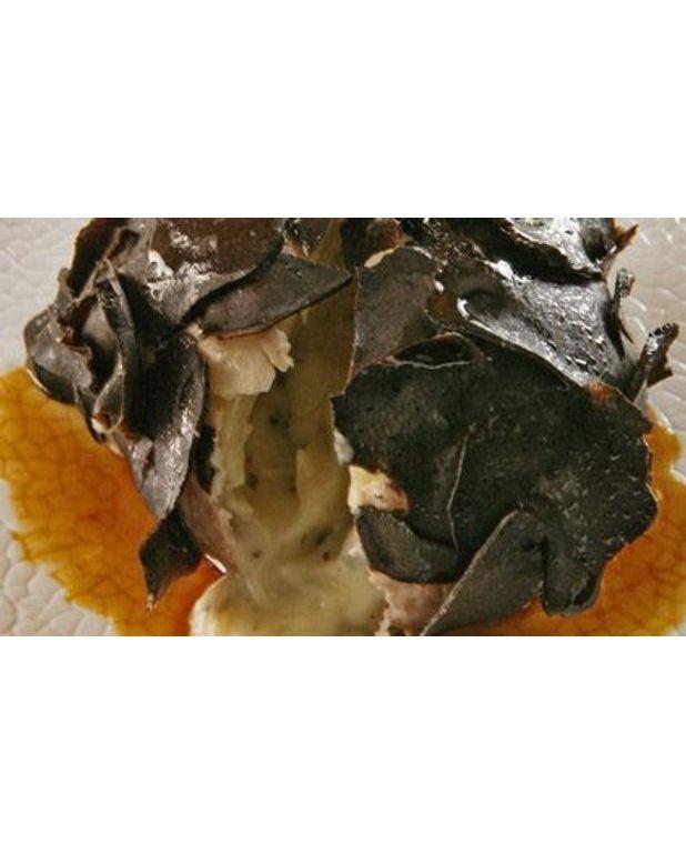 pomme de terre en habit de truffes noires pour 4 personnes recettes elle table. Black Bedroom Furniture Sets. Home Design Ideas