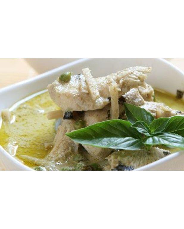 Poulet au curry vert pour 6 personnes recettes elle table - Cuisine thai poulet curry vert ...