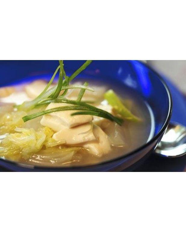 soupe au chou et champignons pour 6 personnes recettes elle table. Black Bedroom Furniture Sets. Home Design Ideas