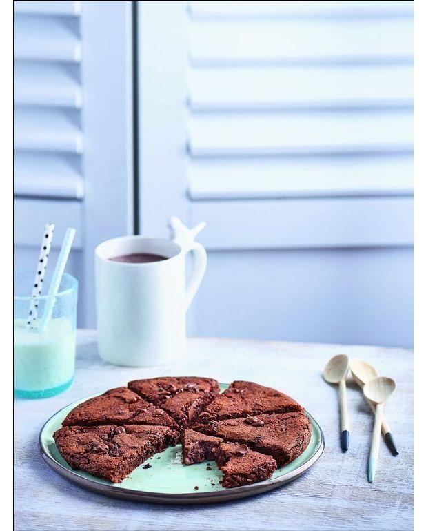 cookie fondant aux deux chocolats sans four pour 4 personnes recettes elle table. Black Bedroom Furniture Sets. Home Design Ideas