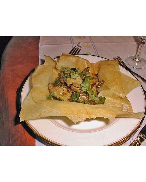 croustillant de foie gras frais aux champignons des bois pour 4 personnes recettes elle table. Black Bedroom Furniture Sets. Home Design Ideas