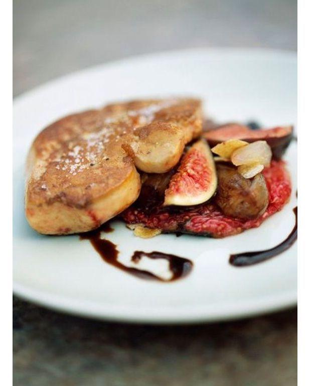 foie gras frais po l aux deux raisins pour 4 personnes recettes elle table. Black Bedroom Furniture Sets. Home Design Ideas