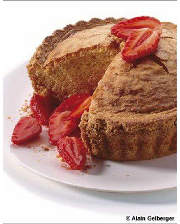 G teau aux fraises sans balance pour 6 personnes recettes elle table - Peser farine sans balance ...