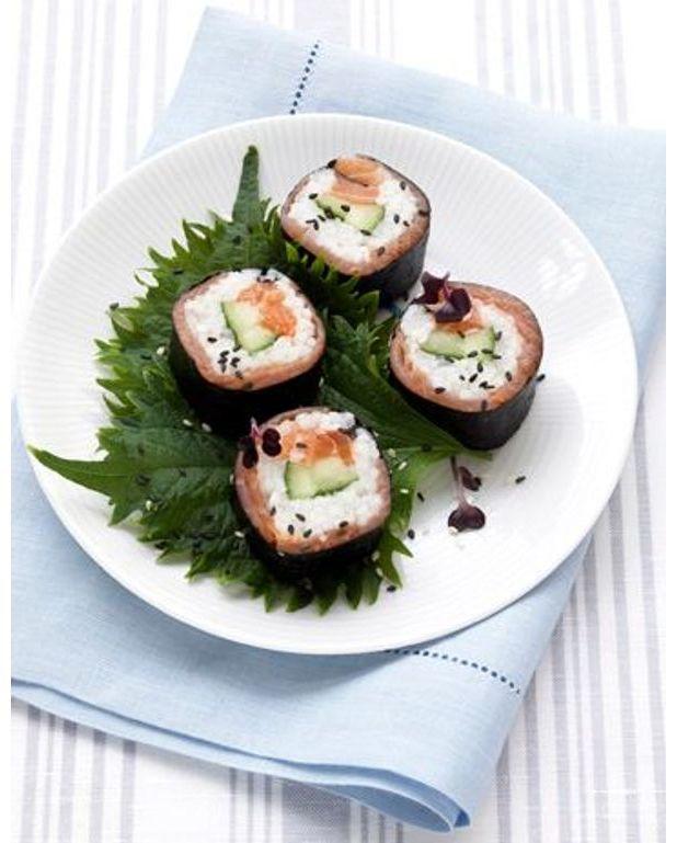 makis aux deux saumons pour 4 personnes recettes elle table. Black Bedroom Furniture Sets. Home Design Ideas