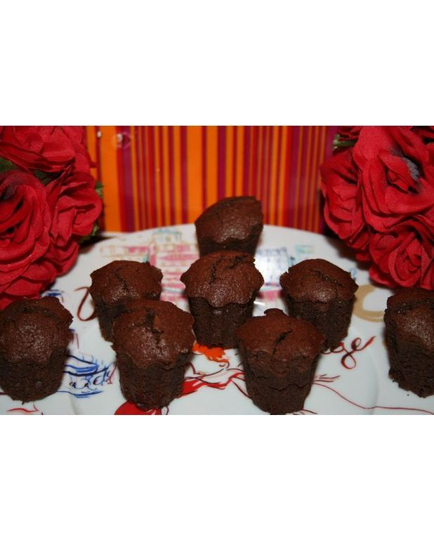 mini moelleux au chocolat pour 12 personnes recettes. Black Bedroom Furniture Sets. Home Design Ideas