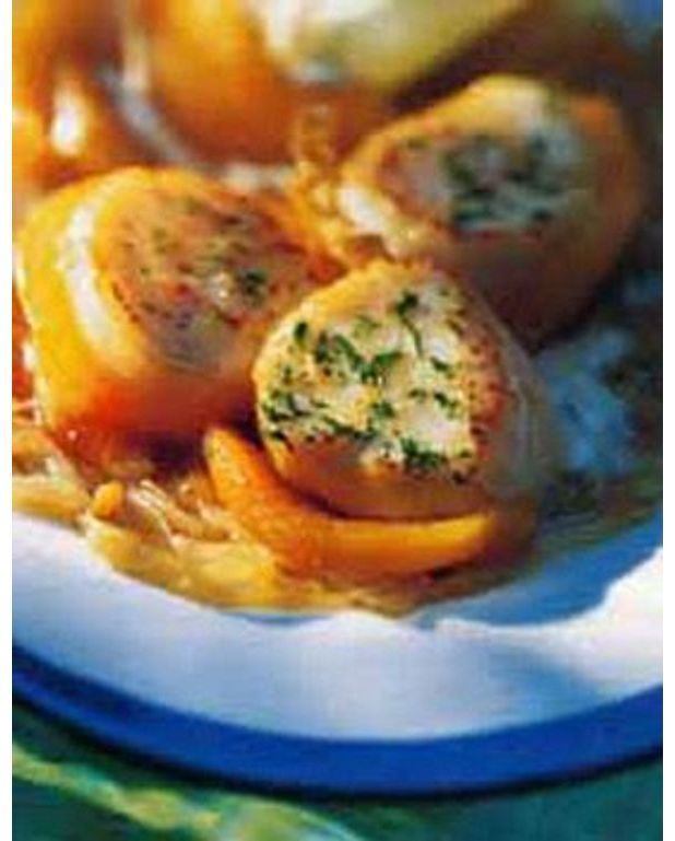 noix de saint jacques aux pommes de terre safran es pour 4 personnes recettes elle table. Black Bedroom Furniture Sets. Home Design Ideas