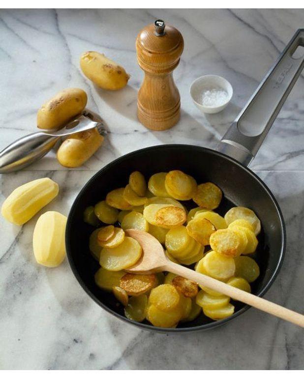 salade de pommes de terre au thon pour 4 personnes recettes elle table. Black Bedroom Furniture Sets. Home Design Ideas