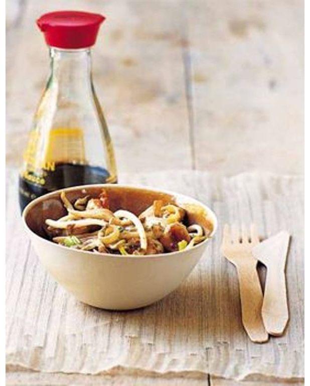 wok de poulet au soja pour 4 personnes recettes elle table. Black Bedroom Furniture Sets. Home Design Ideas