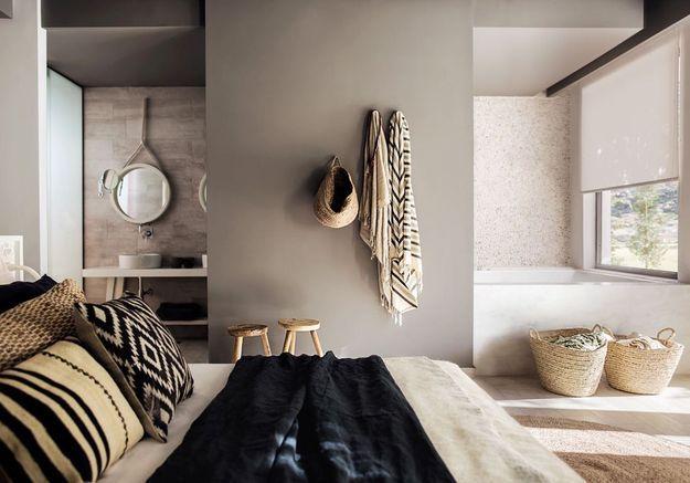pour ou contre la salle de bains dans la chambre elle. Black Bedroom Furniture Sets. Home Design Ideas