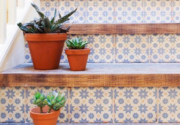 Décorez votre escalier extérieur pour un jardin plein de charme