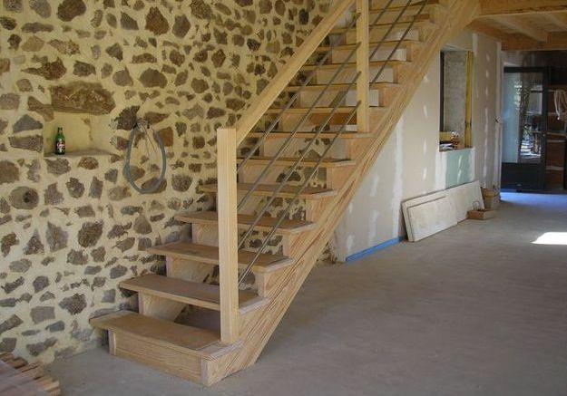 Installer un escalier droit elle d coration for Taille tremie escalier droit