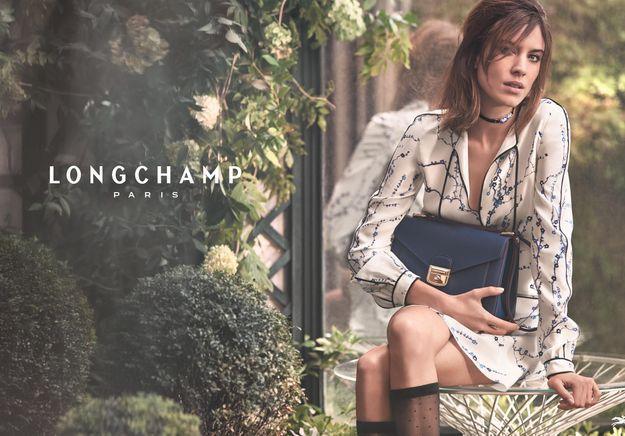 #PrêtàLiker : Alexa Chung joue la parisienne pour Longchamp dans une vidéo signée Loïc Prigent