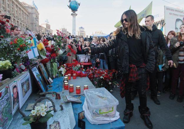 Après un concert à Kiev, Jared Leto se rend place Maïdan