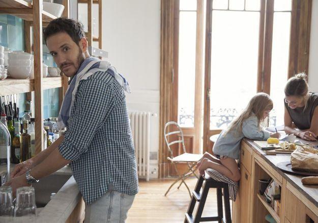 « Je n'aide pas ma femme » : on adore cet homme qui partage les tâches à la maison et trouve ça normal !