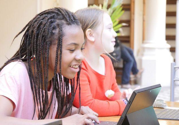 A 8 ans, ils apprennent le code informatique avec deux ministres