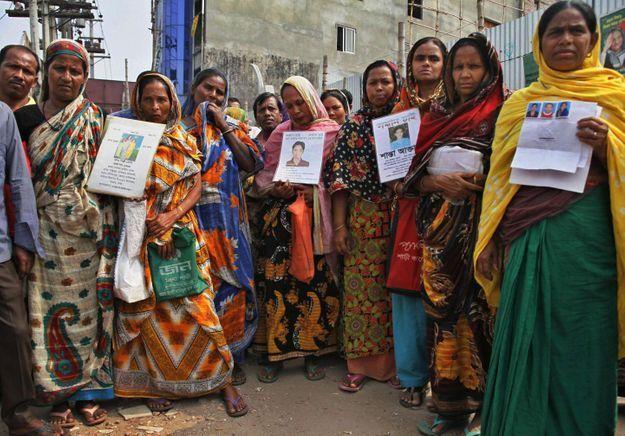 Auchan visé par les ONG un an après le drame du Rana Plaza
