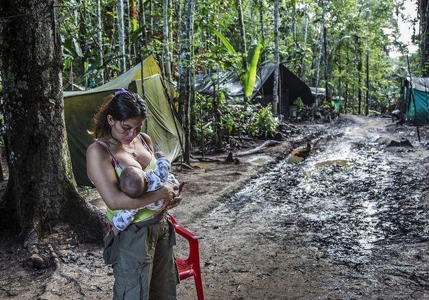 Le reportage de Catalina Martin-Chico sur les ex-guérilleras des Farc récompensé par le Prix Canon de la Femme photojournaliste soutenu par ELLE