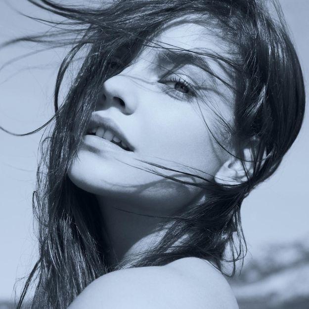 Barbara Palvin incarne la joie de Giorgio Armani parfums