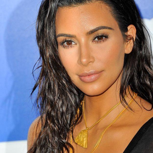 Kim kardashian sait se maquiller seule et elle le prouve for Salle de bain kim kardashian