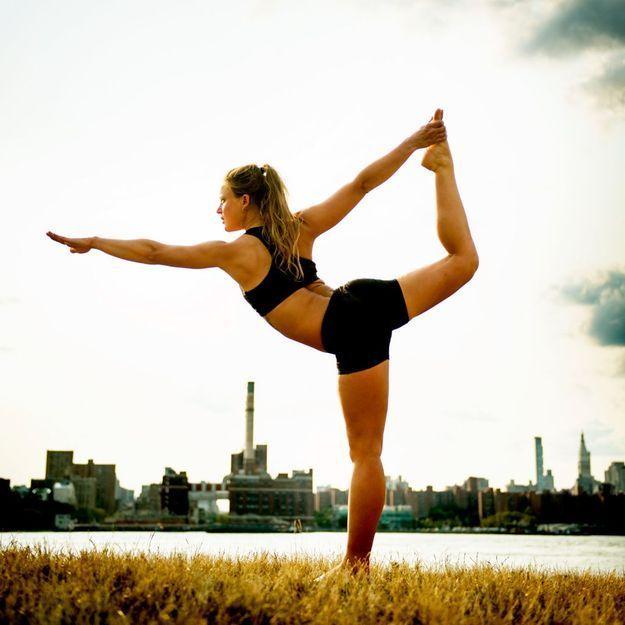 bien faire du yoga comment bien faire du yoga elle. Black Bedroom Furniture Sets. Home Design Ideas