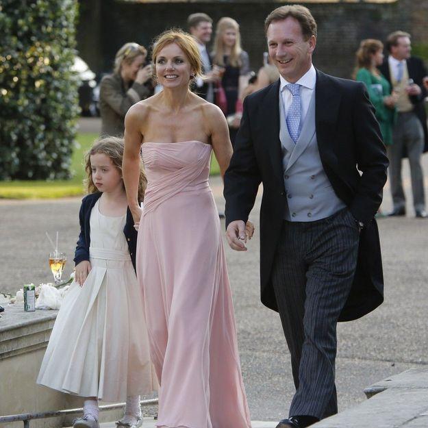 Geri Halliwell porte une robe demoiselle d'honneur rose longue bustier droit au mariage de Poppy Delevingne