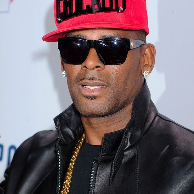 Le chanteur R. Kelly accusé de retenir plusieurs femmes contre leur gré