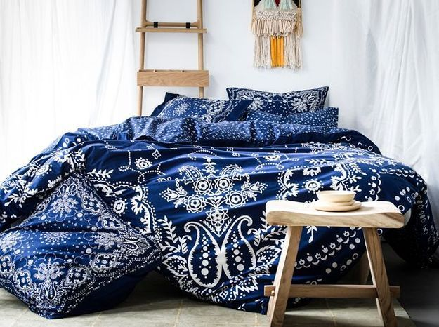 l 39 inspiration du jour l 39 imprim bandana revisit par. Black Bedroom Furniture Sets. Home Design Ideas