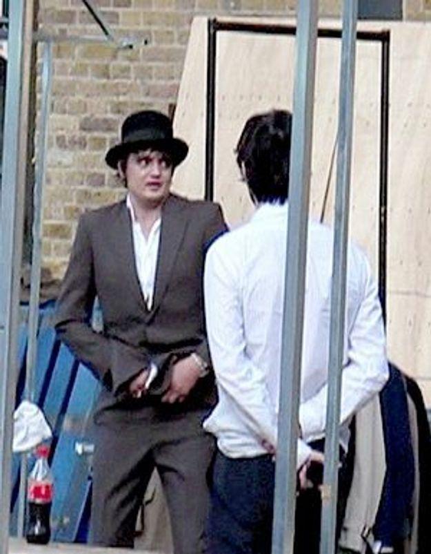 Vidéo : Pete Doherty se déshabille en public