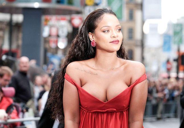 Rihanna sort une collection de chaussettes : les imprimés vont vous surprendre